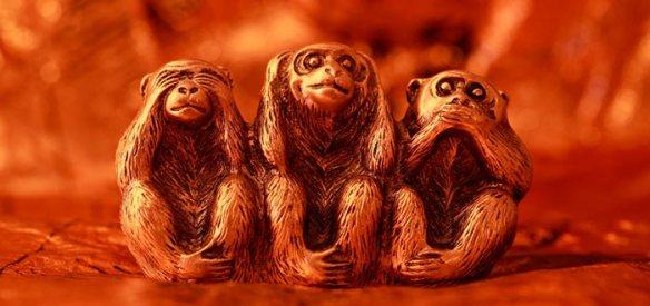monos-sabios-esculpidos