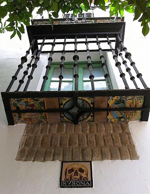 Balcón+azulejo calavera