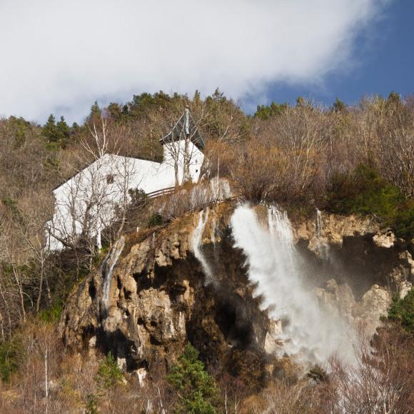 Ermita-y-cascada-de-Santa-Elena-en-Biescas