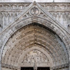 Tympanum_of_Puerta_del_Perdón,_Cathedral_of_Toledo
