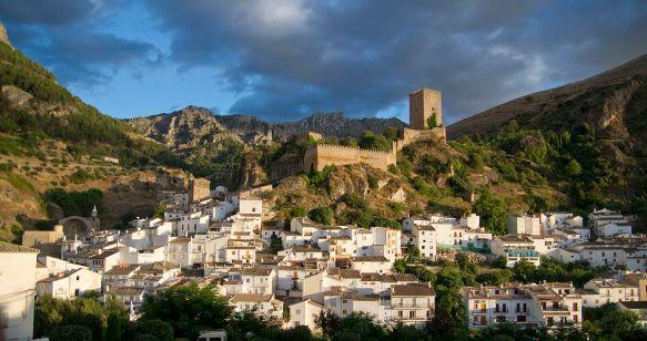 Castillo_de_la_Yedra_o_de_las_Cuatro_Esquinas