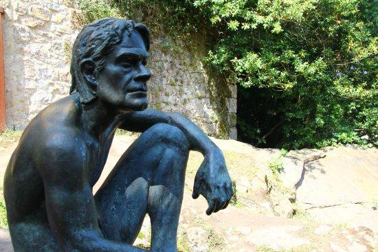 estatua-en-bronce-de