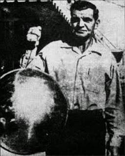 Esfera-de-Betz-Antoine-Betz-muestra-la-esfera-que-encontró-luego-de-un-incendio-en-Florida-en-1974