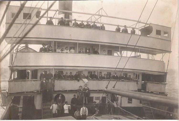 Historica foto del puente del VALBANERA con los implicados en la tragedia. Foto Jaume Cifre Sanchez