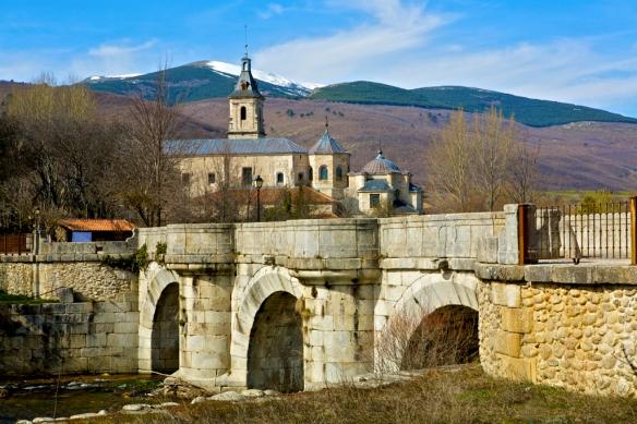 Rascafria. Puente del Perdón sobre el rio  Lozoya y Monasterio