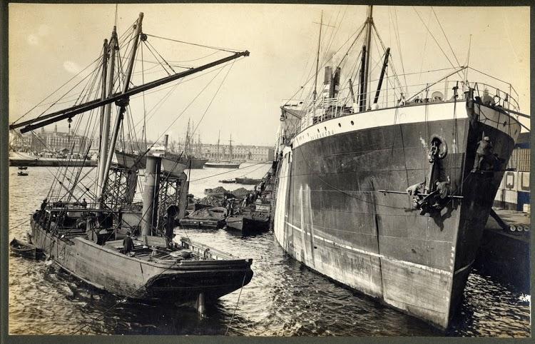 Vapor VALBANERA, de la Cía. Pinillos, atracado al port de Barcelona. ca. 1916. A. Merletti. Arxiu Fotografic MMB