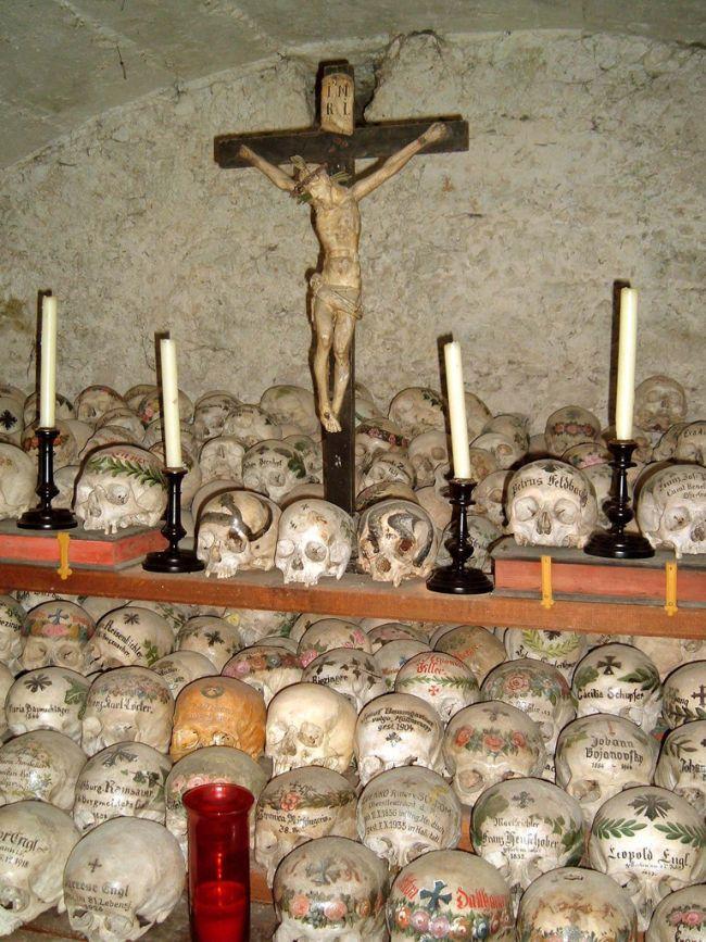 Fotos imagenes Antigua catacumba en un pueblo de Austria Beinhaus __008_