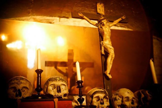 Fotos imagenes Antigua catacumba en un pueblo de Austria Beinhaus __011_